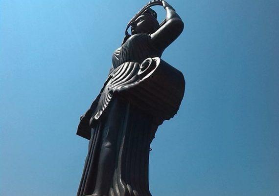 Женска фигура – фар на пристанище Царево, 2014 г.