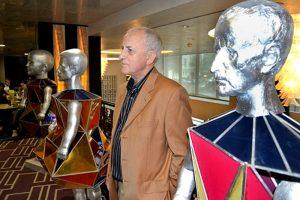 """По повод своята 75-годишнина Павел Койчев показа три свои скулптурни автопортрета в столичния хотел """"Радисън"""". Озаглавил ги е с присъщото си чувство за хумор: """"Художникът като много, много млад; художникът като млад и художникът като не млад""""."""